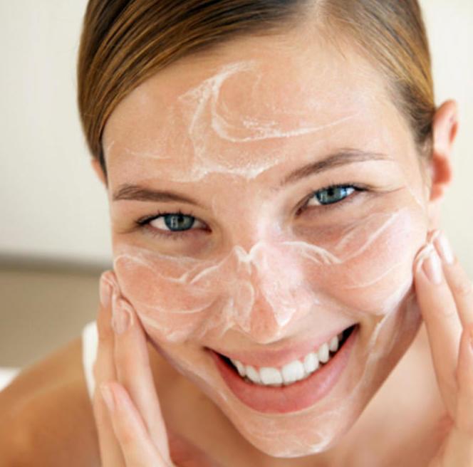 Можно ли мыть лицо хозяйственным мылом: эффективность, побочные эффекты, отзывы