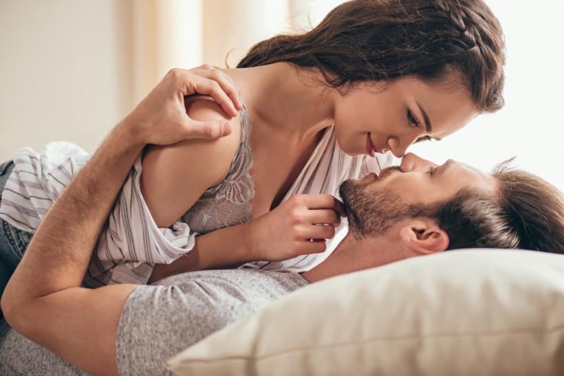 Картинки мужчина с женщиной в кровати, для