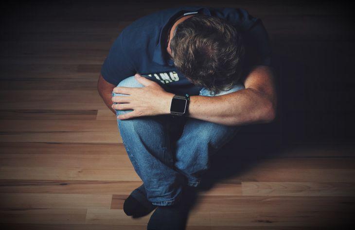 Психологи сообщили, по каким признакам можно вычислить человека, который хочет свести счеты с жизнью