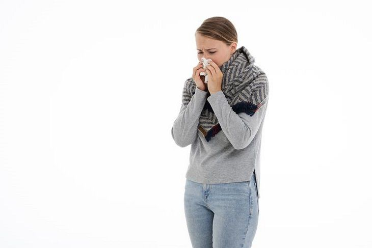 Как быстро вылечить насморк: медики назвали шесть действенных советов