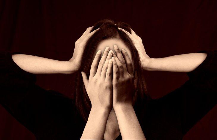 Топ-8 способов борьбы с головной болью: советы врача