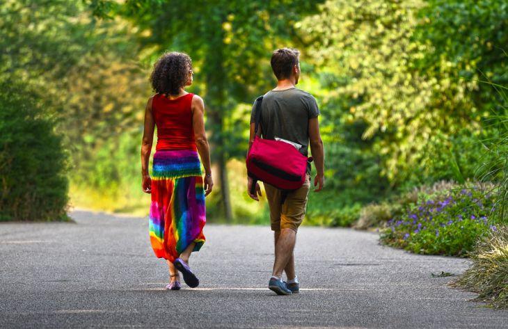 Ученые объяснили, почему гулять на свежем воздухе полезно