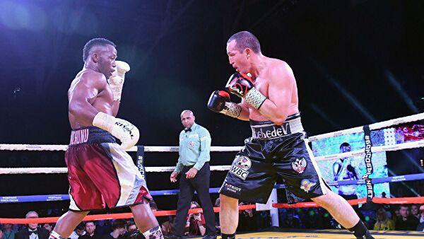 Денис Лебедев проиграл южноафриканцу Мчуну в бою за титул WBC Silver