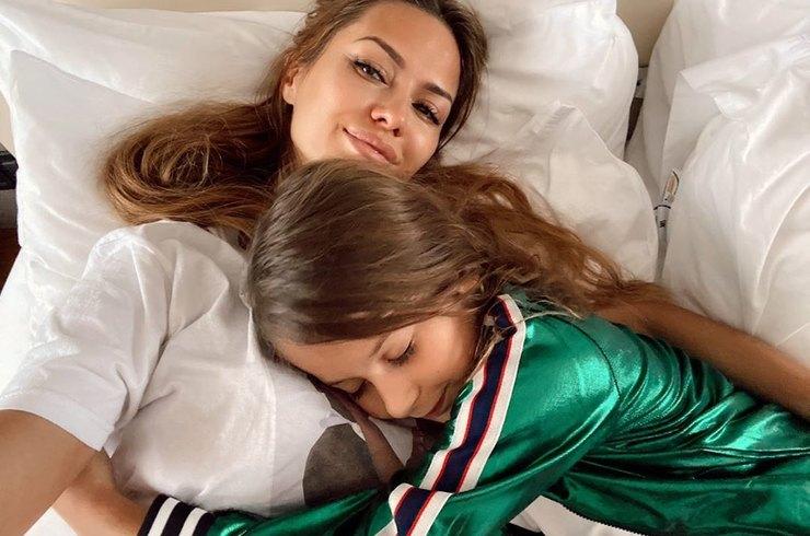 «Будем наряжать ёлку!»: Виктория Боня воссоединилась с дочерью в Лондоне