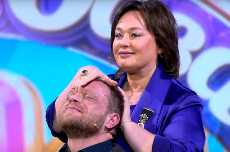 Лариса Гузеева сделала чувственный массаж жениху на шоу «Давай поженимся!»