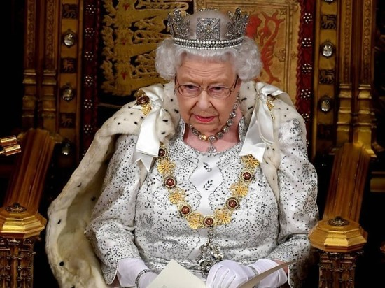 Елизавета II разрешила Гарри и Меган покинуть дворец