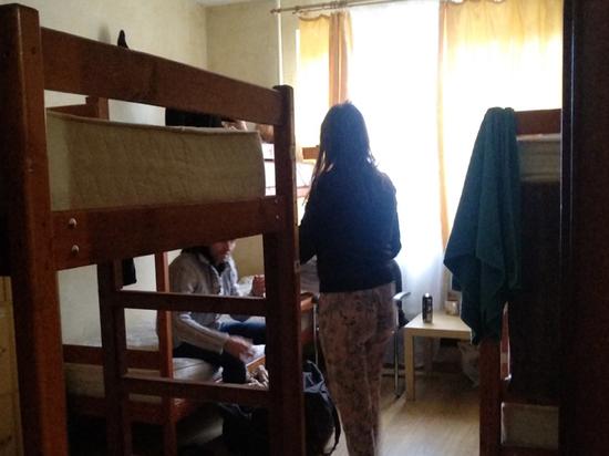 «Месяц доработаю и увольняюсь»: незаметные ужасы российских хостелов