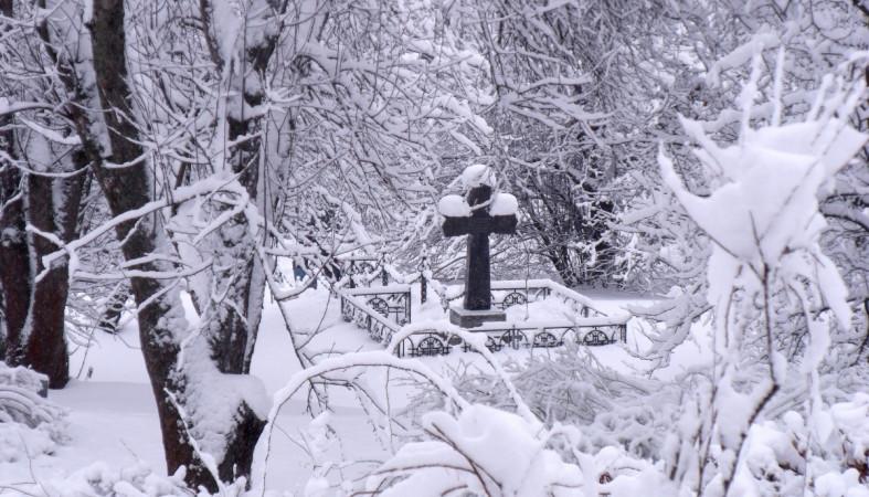 Вандалы осквернили могилы на Сулажгорском кладбище в Петрозаводске