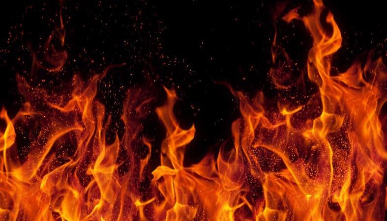 Серьезный пожар произошел сегодня ночью в Карелии