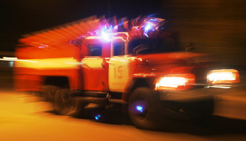 Многоквартирный дом вспыхнул ночью в Петрозаводске