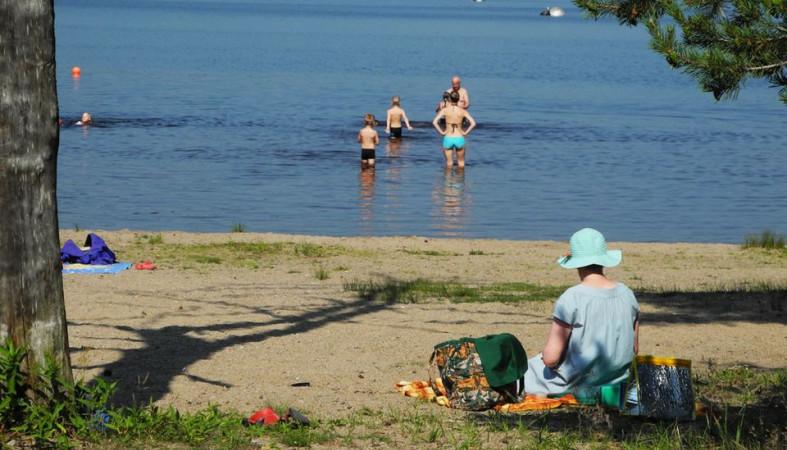 Россиян предупредили о риске подхватить коронавирус во время купания