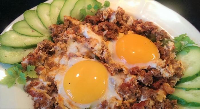 Мясная яичница: позавтракали и можно не есть весь день