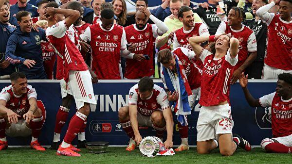 Футболисты «Арсенала» сломали трофей Кубка Англии во время празднования