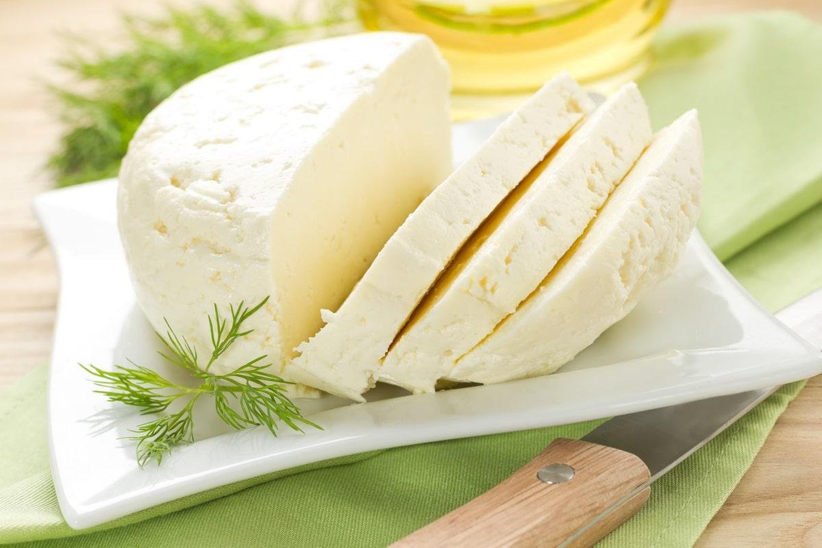 Смешиваем молоко и сметану: сыр за 3 минуты. На следующий день можно есть