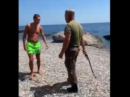 Охранник с нагайкой избил туристов на «элитном» пляже в Крыму