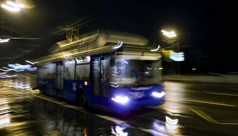 Водитель так лихо вела троллейбус, что травмировала пассажира