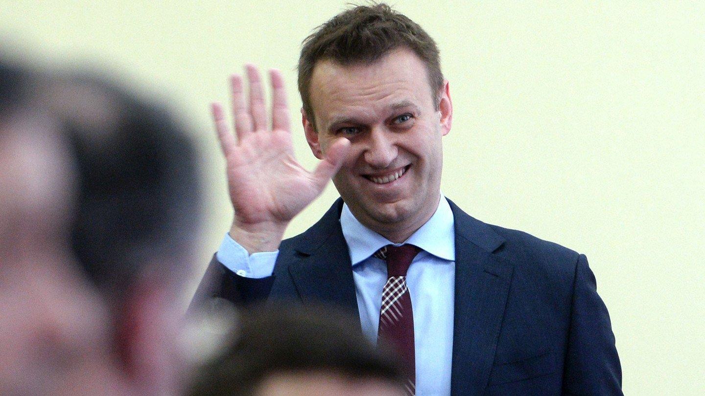 Алексей Навальный начал вставать с кровати и разговаривать