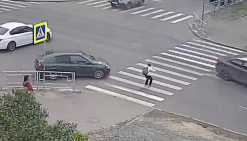 Школьник едва не попал под колеса автомобиля в Петрозаводске