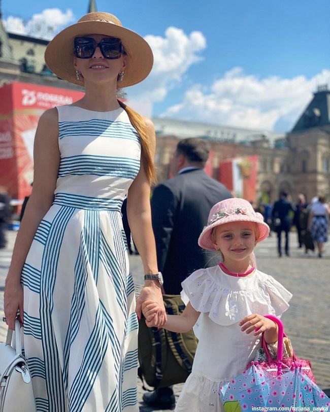 Татьяна Навка показала 6-летнюю дочь в пуантах и балетной позиции