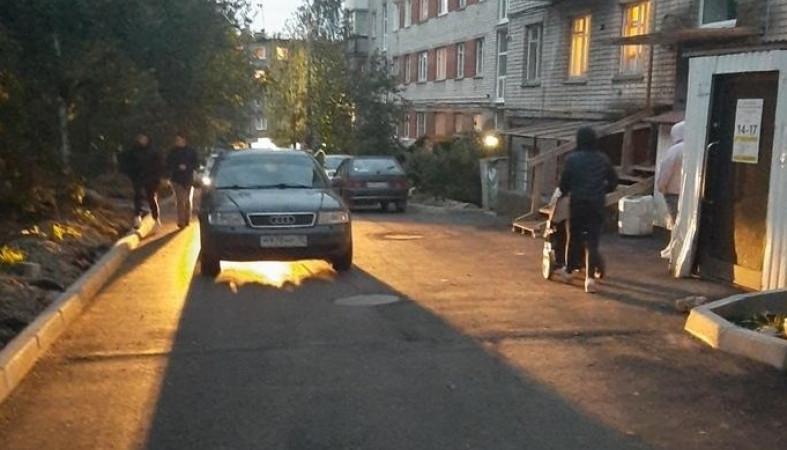 Автомобиль «Ауди» сбил 15-летнюю девушку в Петрозаводске