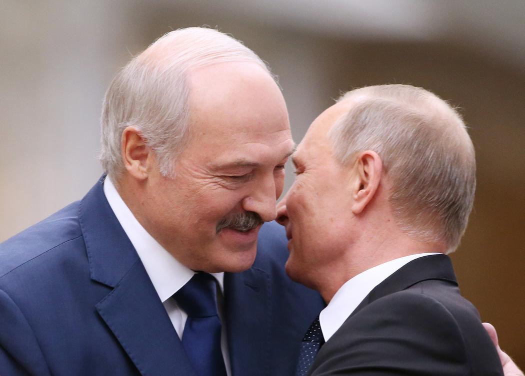 Зачем Путин помогает Лукашенко?
