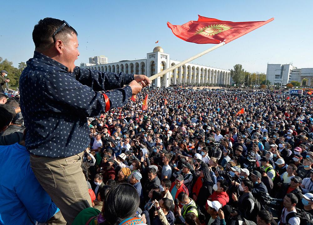 Киргизы начали захватывать месторождения золота, меди и угля