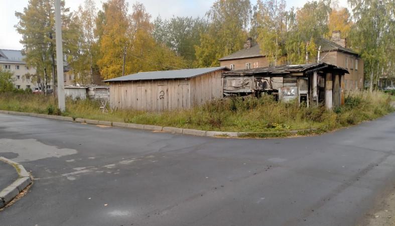 Мэрия ликвидировала аварийные сараи в Октябрьском районе