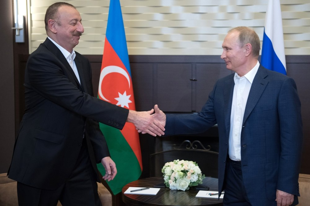 Путин впервые обсудил с Алиевым ситуацию в Карабахе