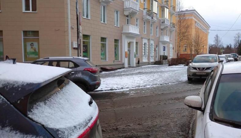 Автомобиль сбил двух женщин в центре Петрозаводска