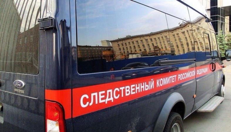 Женщина выпала из окна в Петрозаводске и погибла