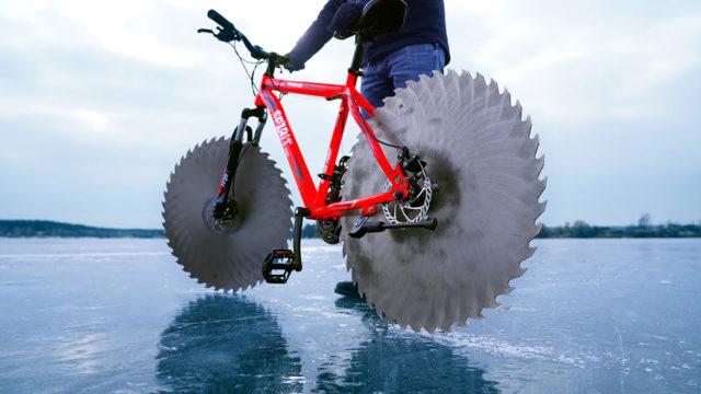 Инженер сделал безумный велосипед с пилами вместо колес. Просмотры уже зашкаливают