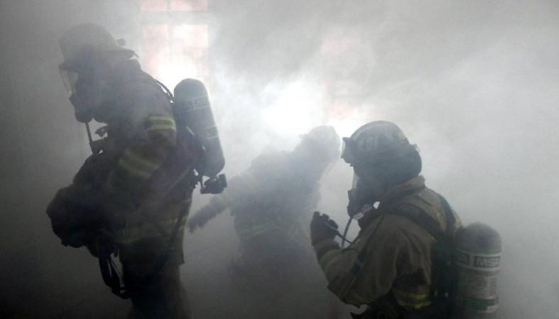 Пожарные спасли мужчину из горящего подвала пятиэтажного дома