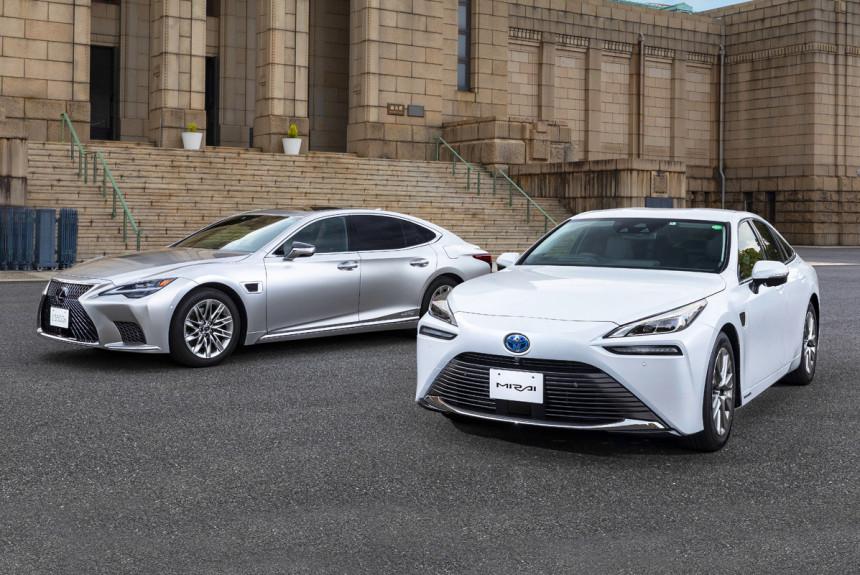 Lexus LS и Toyota Mirai первыми обрели автопилот