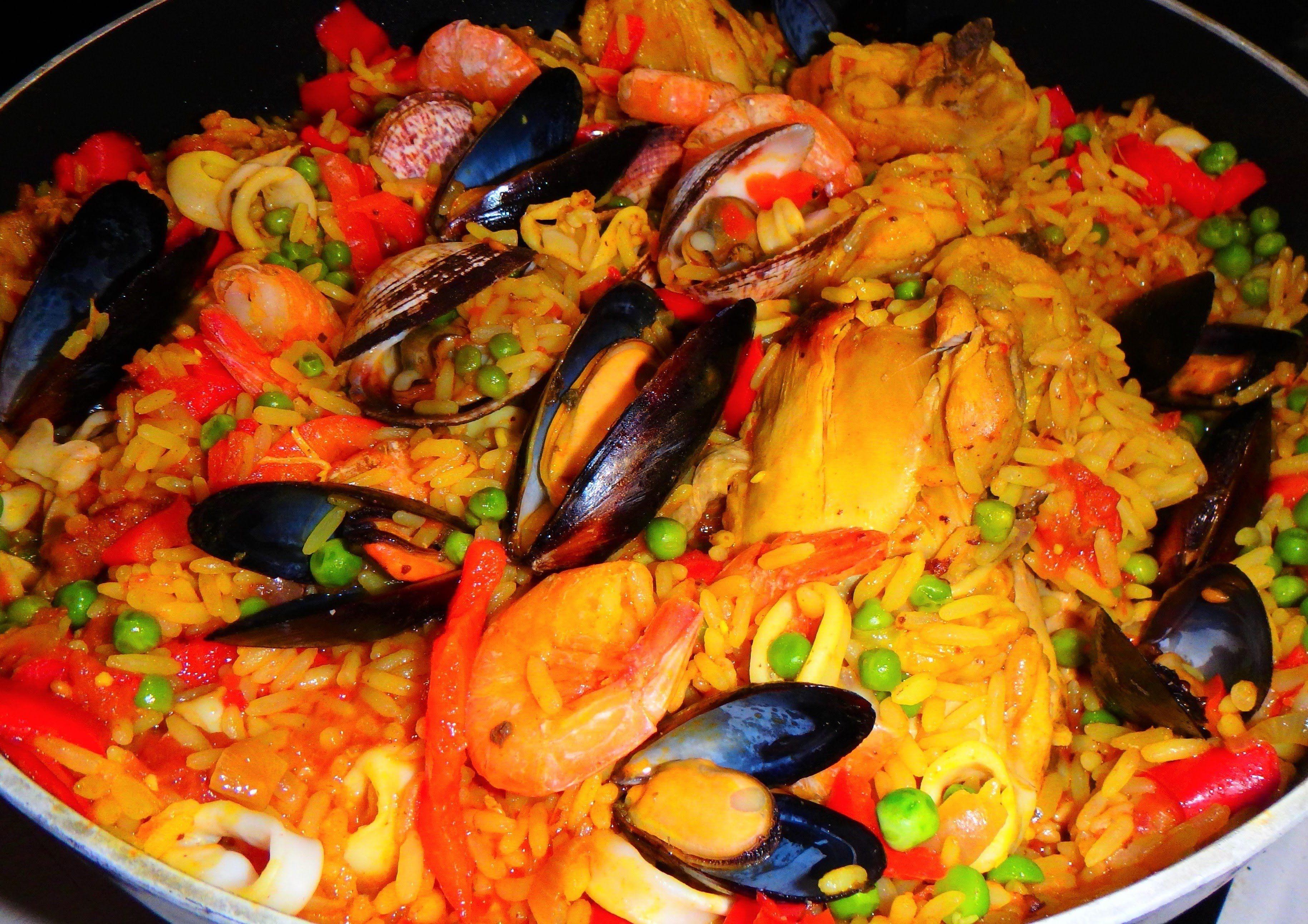 Средиземноморская паэлья: рецепт с морепродуктами