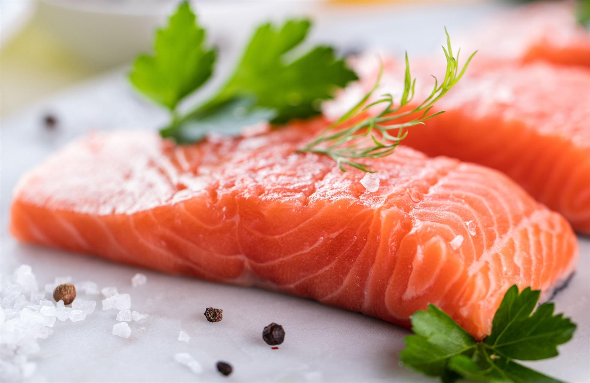 Как выбрать красную рыбу без консервантов и красителей?