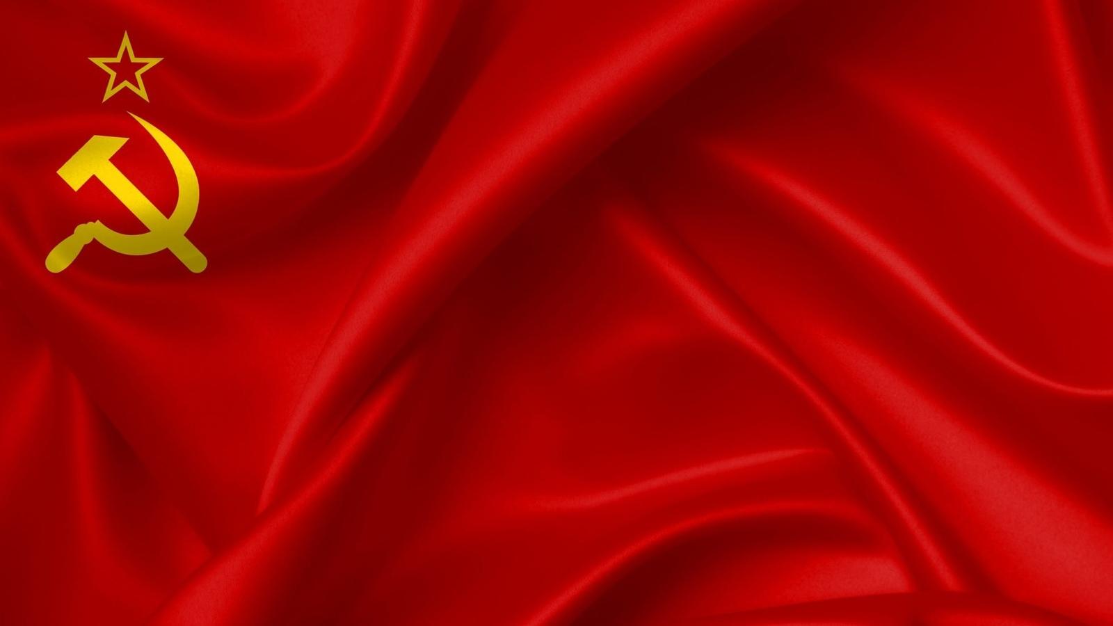 8 апреля — день Красного флага России. Как менялся его дизайн с 1918 года