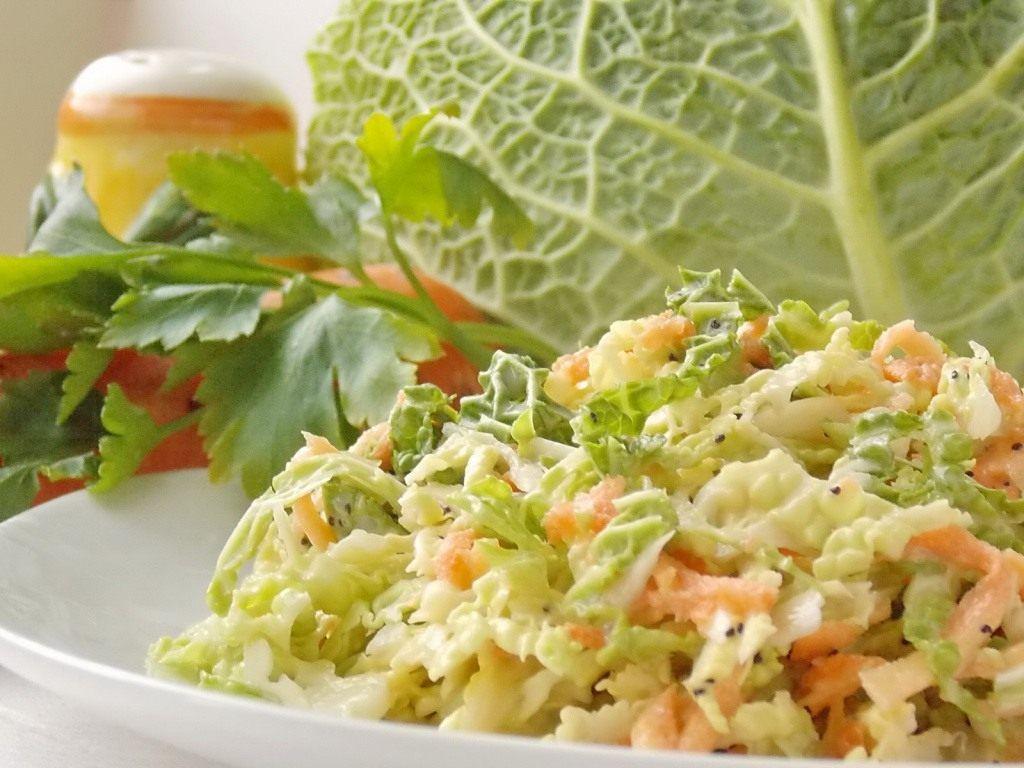 Часто покупаю молодую капусту и готовлю из неё салаты (меняя заправки можно готовить каждый день)
