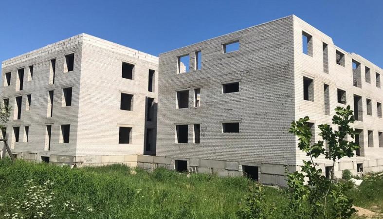 Ребенок упал с высоты в недостроенном доме в Петрозаводске